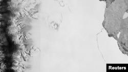 Снимок со спутника, на котором видно отколовшийся айсберг