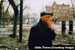 Александр Пятигорский в Обыденском переулке в Москве. Фото Улдиса Тиронса