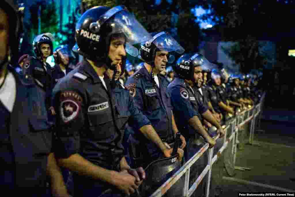 Фото від 26 червня із центру Єревана, де вже десятий день триває масовий протест