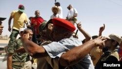 Бани Валидтегі Муаммар Каддафиге қарсы күштер. 16 қыркүйек 2011 жыл.