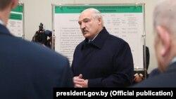 Аляксандар Лукашэнка падчас візыту на Завод газэтнай паперы, Шклоў, 24 студзеня 2020