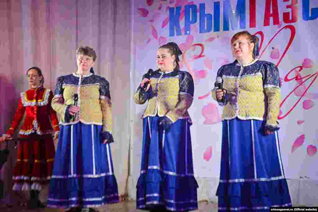 Пісні в традиційних російських сарафанах – класика сучасних кримських конкурсів талантів