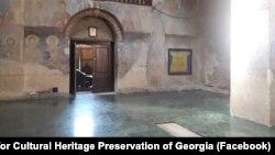 В агентстве по защите культурного наследия утверждают, что их специалистов, приехавших в Кинцвиси, просто не пустили в храм