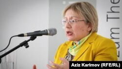 Azerbaijan - Human rights activist Leyla Yunus speaks in Baku.