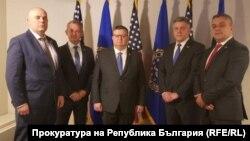 Пресцентърът на прокуратурата публикува снимка от официалното посещение на Цацаров и Гешев в САЩ в края на визитата им