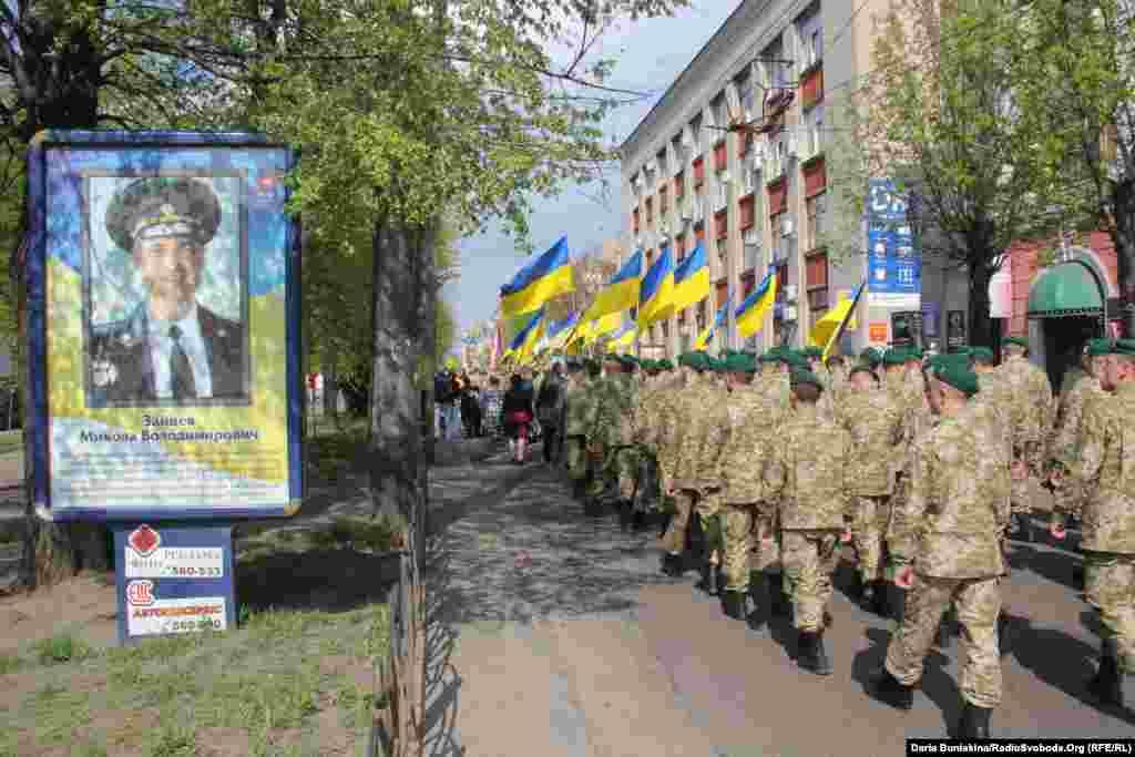 Уздовж бульвару Шевченка розмістили портрети та інформацію про бійців, які загинули на передовій