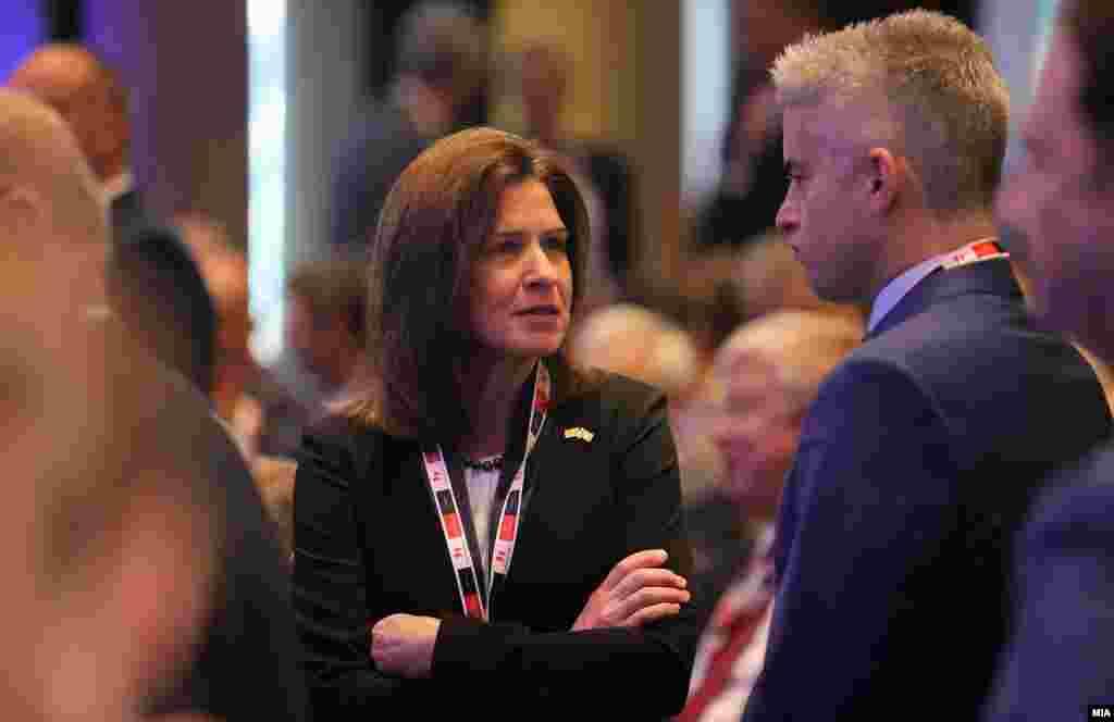 МАКЕДОНИЈА / САД - Американската амбасадорка Кејт Брнс изјави дека кога станува збор за иднината на Западен Балкан времето е навистина погодено, а Северна Македонија е пример за тоа како треба да функционираат државите, и дека патот не бил лесен и не е целосно завршен, но јасно ја покажува улогата на Северна Македонија во регионот.