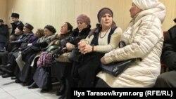 Пришедшие поддержать Эдема Бекирова активисты в подконтрольном России Верховном суде Крыма. 10 января 2018 года