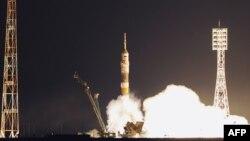 Байқоңырдан ұшқалы тұрған ғарыш кемесі. 5 сәуір 2011 жыл.