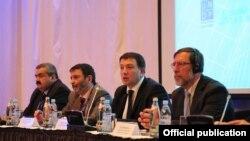 გიგი უგულავა (მარჯვნიდან მეორე) ადგილობრივი ეკონომიკური განვითარების საერთაშორისო ფორუმი
