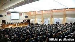 Serzh Sarkisian ordu komandirləri ilə görüşdə