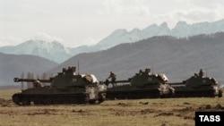 Российские войска в пригородном районе во время осетино-ингушского конфликта, 26 ноября 1992 г.