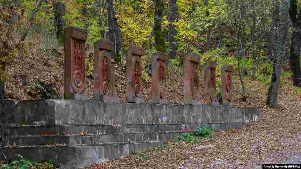 Хачкары в виде букв армянского алфавита на территории монастырского комплекса. Они обозначают название Сурб-Хач