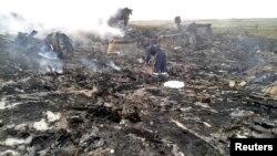 Остатоците од малезискиот авион кој се урна во источна украина