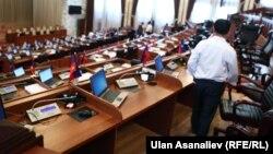 Қырғызстан парламентінің мәжіліс залы.