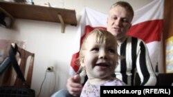 Сяргей Каваленка разам з дачкой