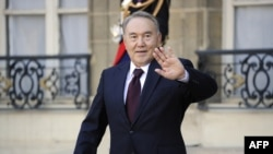 France - Kazakhstan President Nursultan Nazarbayev leaves after the signature of partnership agreements with French President Nicolas Sarkozy at the Elysee Palace, Paris, 27Oct2010