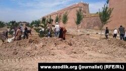 Қашқадарë вилояти Шаҳрисабз шаҳридаги ҳашар пайтида.