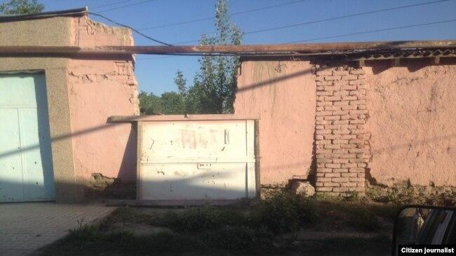 12 жаштагы Жонибека Хамракуловаду басып калган дарбаза.