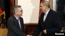 Томас де Мезьєр (л) і міністр внутрішніх справ Афганістану Нур-уль-Хак Улумі, Кабул, 1 лютого 2016 року
