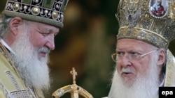 Патриарх Русской православной церкви Кирилл (слева) и патриарх Константинопольской православной церкви Варфоломей.