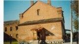 Мектеп имаратынын бир капталы