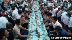 В прошлом году власти неожиданно разрешили провести коллективный ифтар в одной из центральных мечетей столицы «Минор».