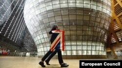 برداشتن پرچم بریتانیا از ساختمان شورای اروپایی در بروکسل