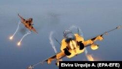 Două avioane F-18 în timpul exercițiilor comune ale SUA, Turciei și Spaniei - state membre ale NATO, baza militară Gando, Spania, octombrie 2019