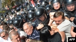 Ukraine -- Ukrainian opposition activists clash with riot police during a protest in Kiev against a new language law, 04Jul2012