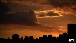 Венецуелската столица Каракас е потънала в мрак, след като токът в половината страна бе прекъснат.