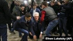 12 березня представники «Нацкорпусу» зірвали презентацію Національної платформи примирення і єдності Сергія Сивоха у Київському виставковому центрі «Парковий» (в центрі). В ході суперечки Сивоха збили з ніг