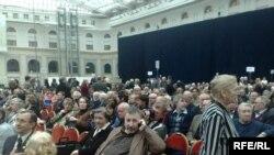 Перед открытием чрезвычайного Съезда кинематографистов в Гостином дворе