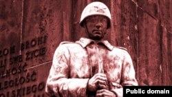 Фрагмент памятника советско-польскому братству по оружию, демонтированный в 2011 году