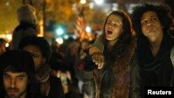 Протести во Зукоти Паркот во Њујорк, откако полицијата ги урна шаторите во кои кампуваа демонстрантите на 15 ноември 2011 година.