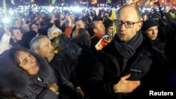 Kiev - Prijësi i protestave pro-evropiane në Ukrainë, Arseniy Yatsenyuk