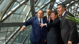 Президент Казахстана Нурсултан Назарбаев на территории выставки EXPO незадолго до ее открытия. Фото с официального сайта президента Казахстана.