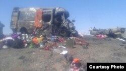 Место дорожной аварии в Мойынкумском районе Жамбылской области, 19 апреля 2015 года.