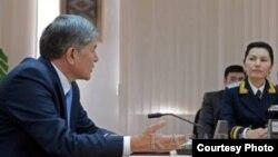 Президент Алмазбек Атамбаев менен Аида Салянова