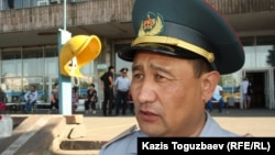 Аманжол Сагимбеков, начальник управления по делам обороны Ауэзовского района. Алматы, 28 августа 2013 года.