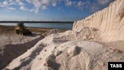 Добування солі на озері Сасик-Сиваш, жовтень 2013 року