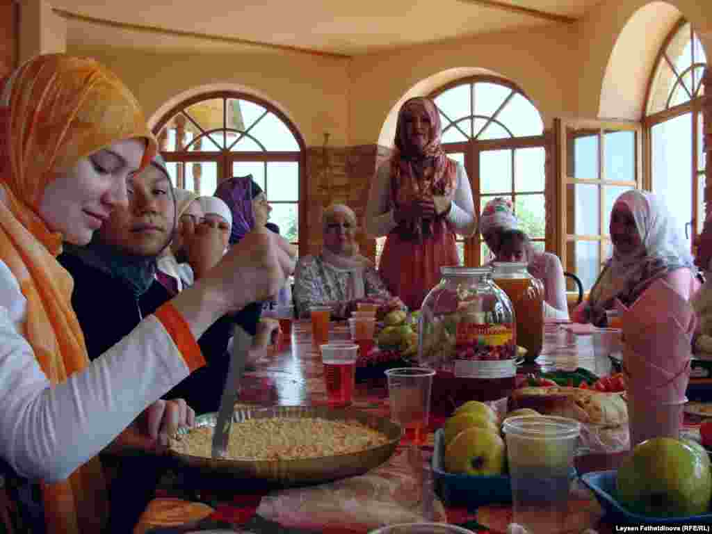 11-17 июль көннәрендә Казанда V Мөселман яшьләре фестивале үтте - Тереза Камалова кызларга үгет-нәсыйхәтен бирде