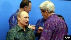 Vladimir Putin və John Kerry.Bali