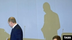 Dmitry Medvedev (right) with Vladimir Putin -- is he president or just the weakest of a triumvirate?