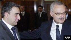 Վրաստանի եւ Ադրբեջանի վարչապետներ Նիկա Գիլաուրի (ձախից) եւ Արթուր Ռասիզադե, արխիվային լուսանկար