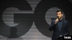 """Шоумен Иван Ургант ведет церемонию вручения премии GQ """"Мужчина года"""" (2012 год)"""