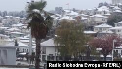 Снег во Охрид.