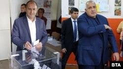 Румен Радев и Бойко Борисов гласуват на втория тур на местните избори