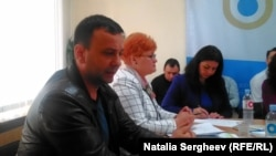 """Ion Dumitras (stg.) """"SOS Autism"""" și Mana Banarescu, avocat al poporului"""