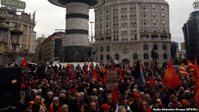 Pamje nga protesta në Shkup, e diel 4 mars 2018.